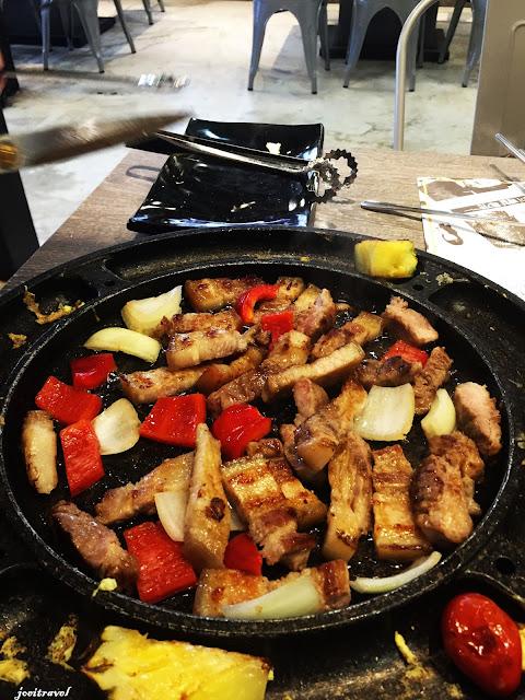 IMG 7266 - 【台中美食】來自韓國的『打啵雞DoubleG』韓國無敵王燒肉串VS熊掌拉麵 滿滿的飽足感稱霸你的胃 @打啵雞 @doubleG @巨大熊掌拉麵 @韓國無敵王燒肉串