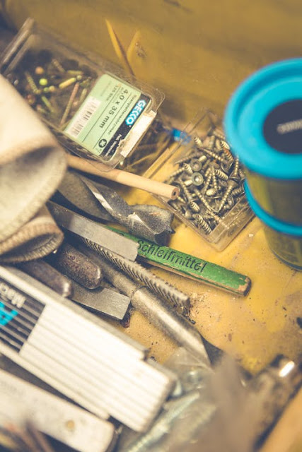 The tools needed to improve the diy mobile.
