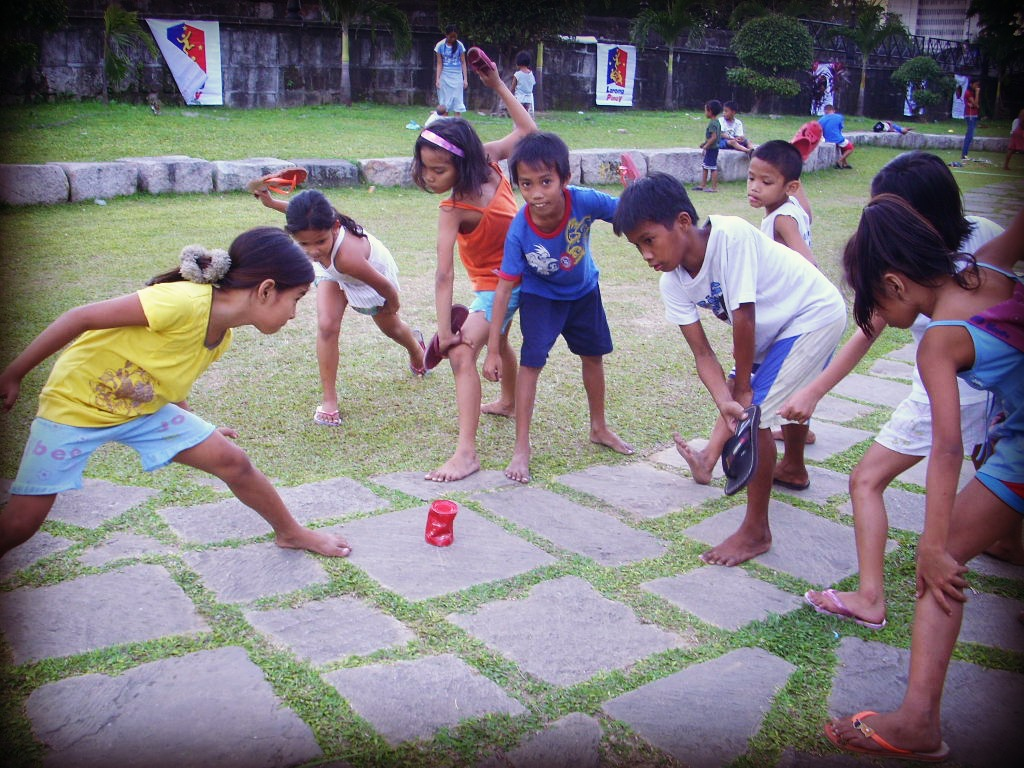 CHILDREN ACTIVE GAMES | CHILD'S PLAY