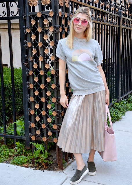ootd, pleated skirt, style blogger, nude, graphic tee, pink, skirt with flats