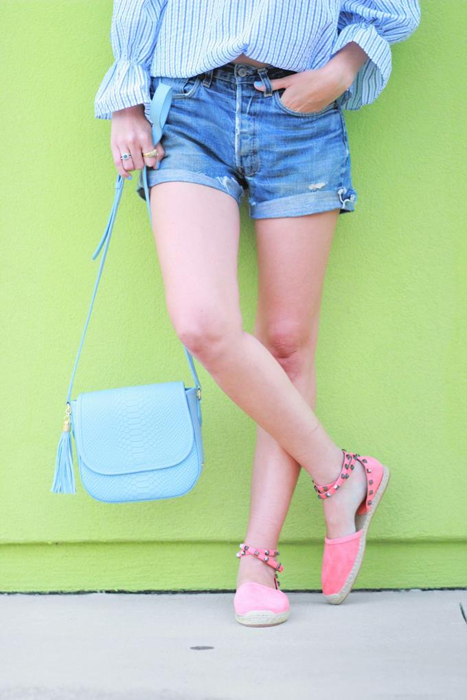 f2b3d2dbdf1 {top: Chic Wish c/o (love this one too!) // shorts: vintage Levis (shop  similar below) // bag: GiGi New York c/o (also comes in 5 other colors) //  shoes: ...