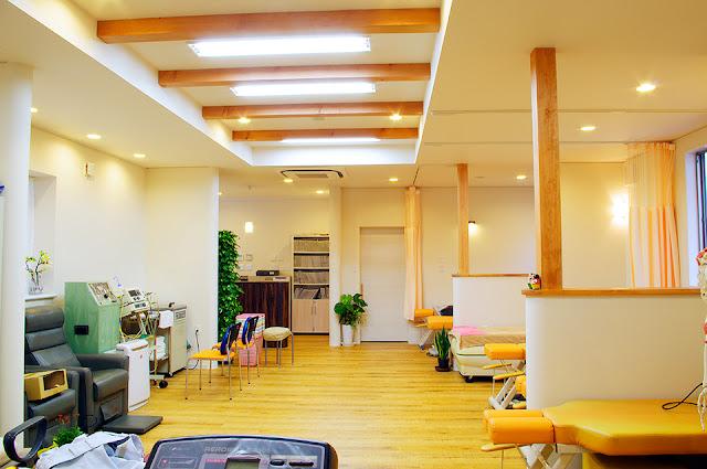 店舗(機能訓練特化型デイサービス併用接骨院)付き住宅の施術室
