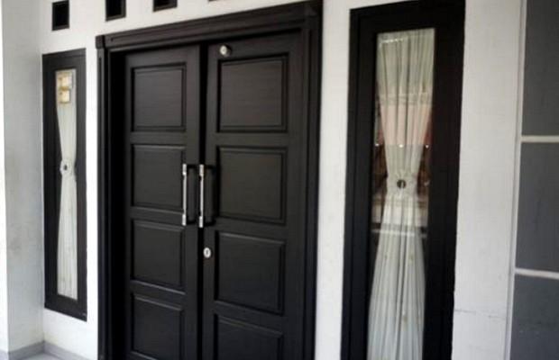 6 Pilihan Warna untuk Pintu Depan rumah Anda