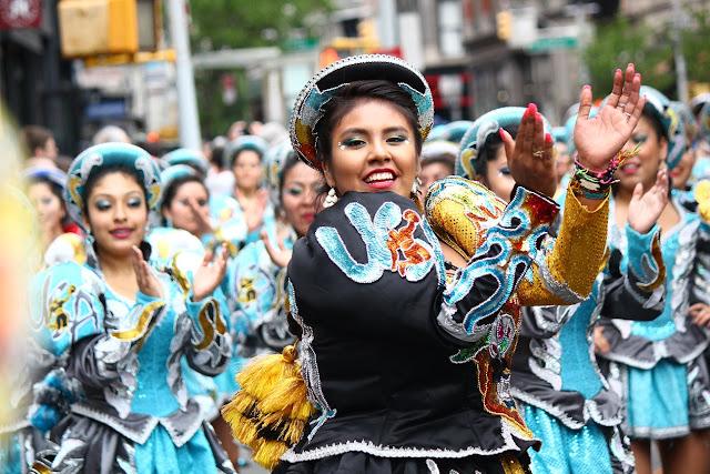 grupo de danza tradicional boliviana Caporales de San Simon
