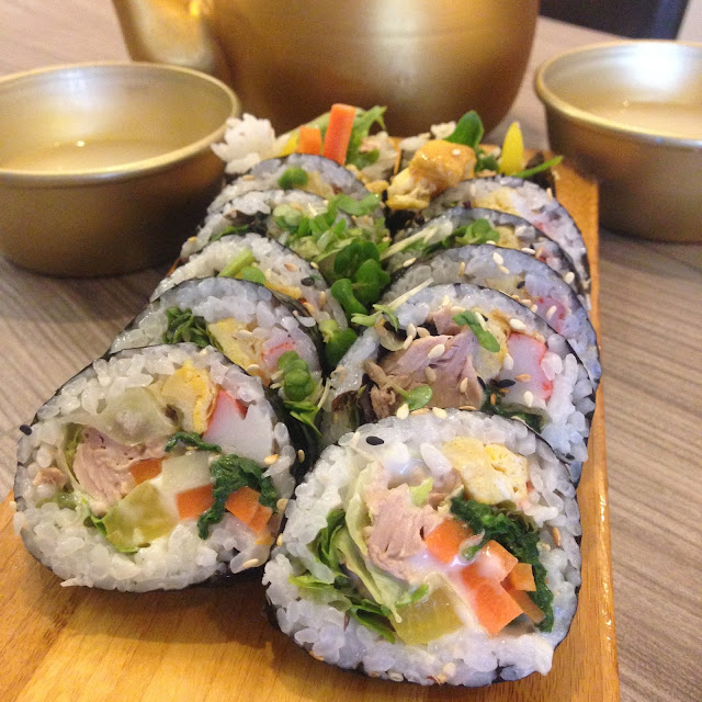 Gingey Bites reviewing Tuna Gimbap at Sarangchae