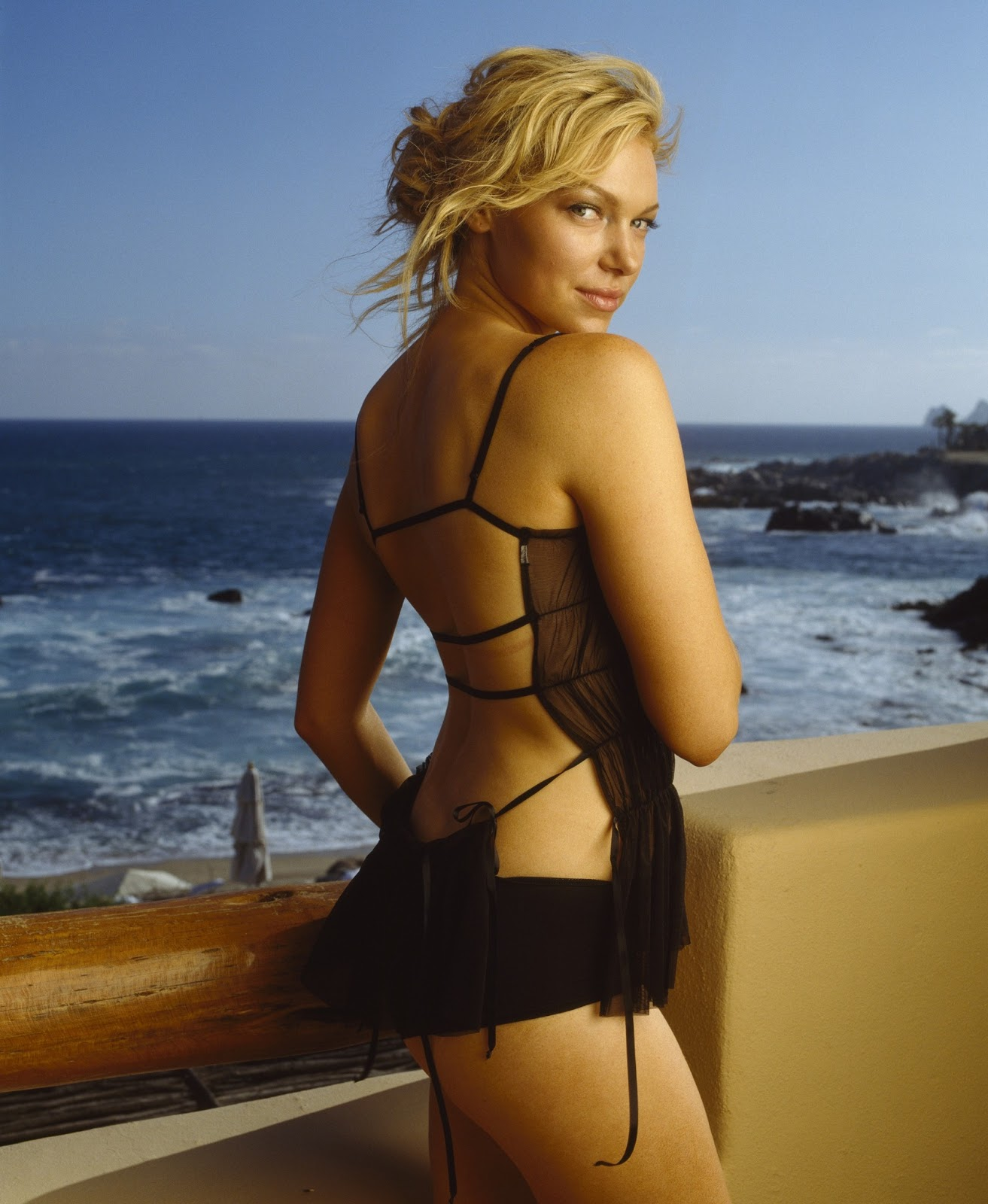 The Cathode Ray Mission: Femme Fatale Friday: Laura Prepon