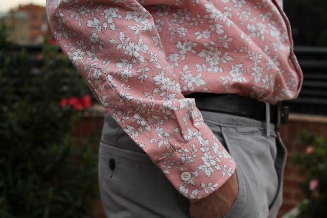 The sleeve placket of a pink floral men's button-down shirt made from the Liesl and Co. All-Day Shirt sewing pattern.