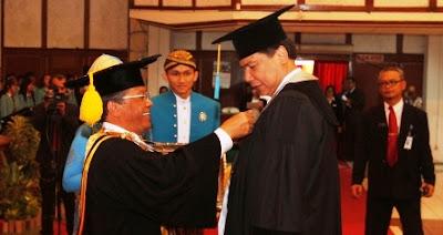 Biografi Chairul Tanjung - Pengusaha Sukses si Anak Singkong | Buku otobiografi