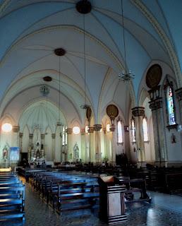 Interior da Igreja Matriz São Luiz Batista, em Nova Prata