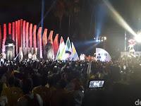 Lagu 'Goyang Dua Jari' Hibur Jokowi-Pendukung di Tugu Proklamasi