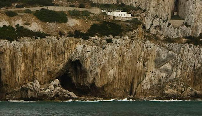 Gibraltar caves provide fresh insight into how Neanderthals lived
