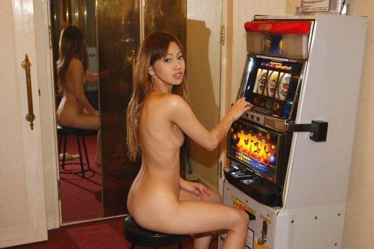 foto bugil cewek jepang toket cilik di hotel mewah pamer memek sambil ngangkang