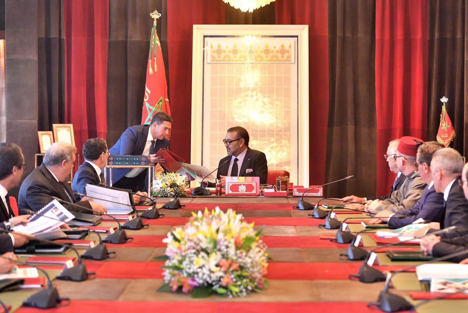 العاهل المغربي يترأس جلسة عمل حول برنامج تأهيل عرض التكوين المهني وتجديد الشعب والمناهج البيداغوجية