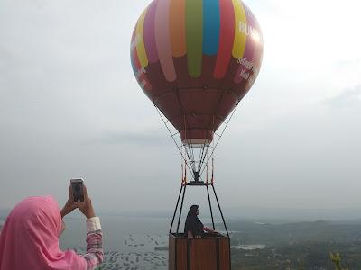 Balon-Udara-Watu-Cenik-yang-sangat-menarik-untuk-berselfie