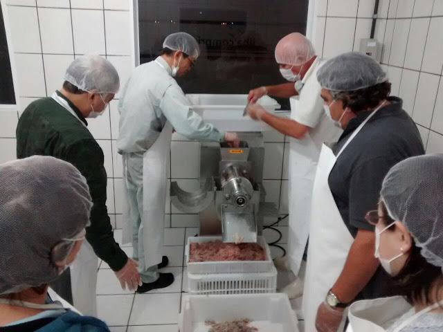 Em visita à Ilha Comprida, especialista em alimentos do Japão faz intercâmbio no Vale do Ribeira