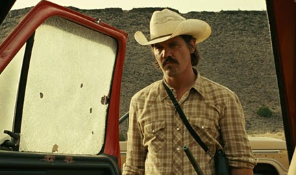 Josh Brolin as welder and Vietnam veteran Llewelyn Moss, in No Country for Old Men (2007), Directed by Joel and Ethan Coen
