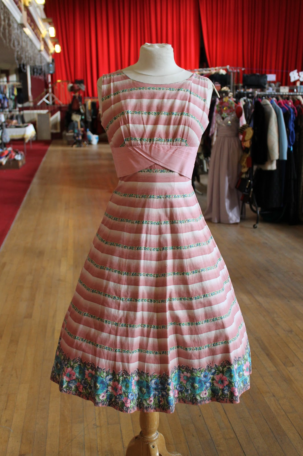 Retro Revolution Where To Find Vintage Clothing In: LouLou's Vintage Fair: Dating Vintage Dresses: 1950s