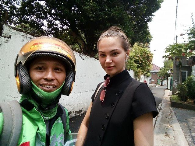 Viral! Driver Ojek Online Ditawari Kopi Wanita Cantik tanpa Digampar