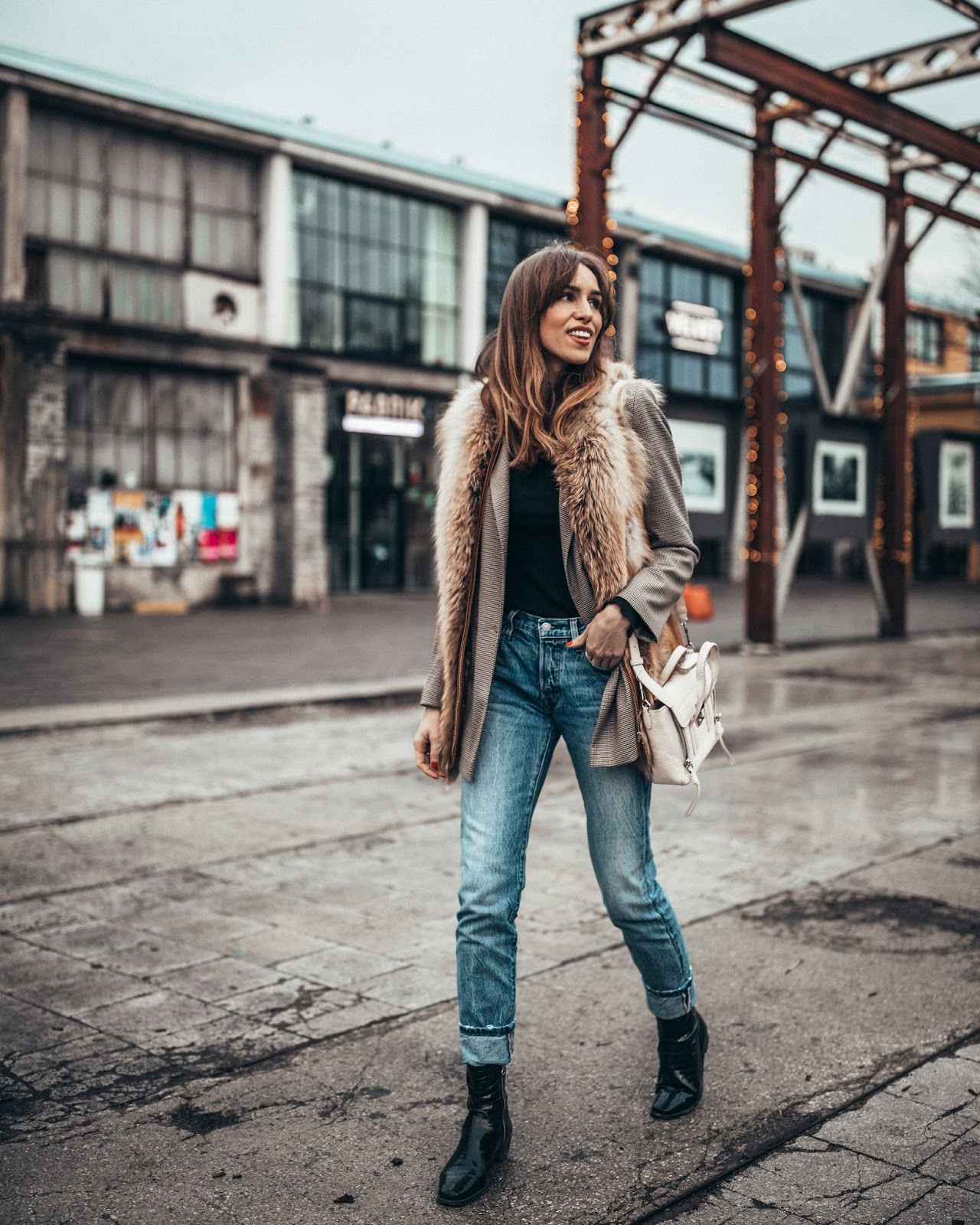 check blazer levis jeans fur vest outfit