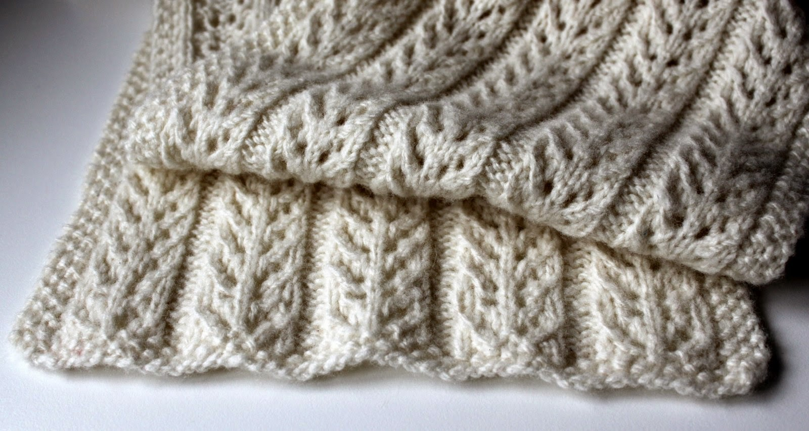 Hand Knitted Things: Hat Mittens and Scarf