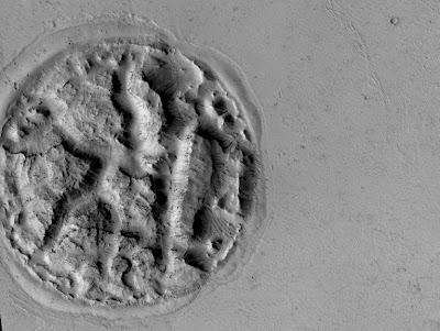 Pulau Misterius Ditemukan di Mars