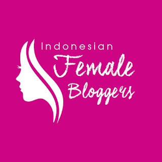 Female Blogger