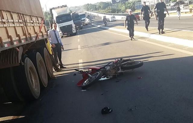Urgente! Motociclista morre esmagado após colidir com eixo de carreta em Ji-Paraná agora