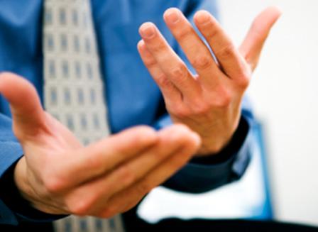 berlatih public speaking dengan cara gerak tangan
