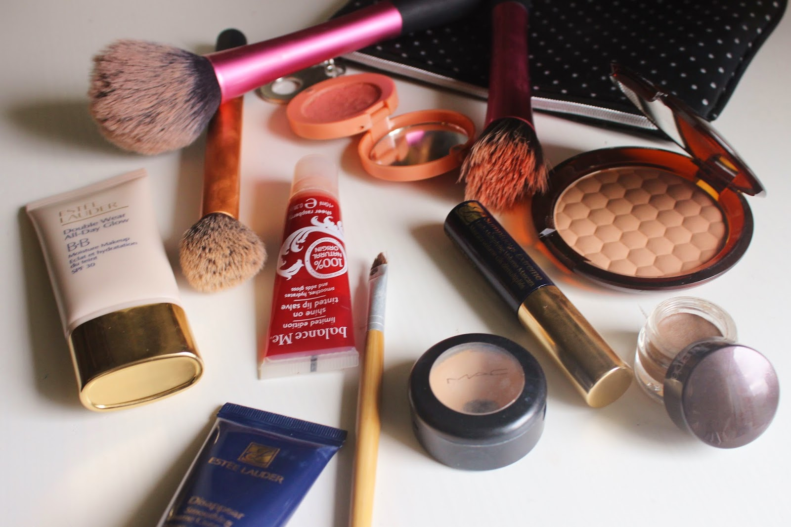 WHAT'S IN MY MAKEUP BAG FEATURING ESTEE LAUDER ALL-DAY BB GLOW