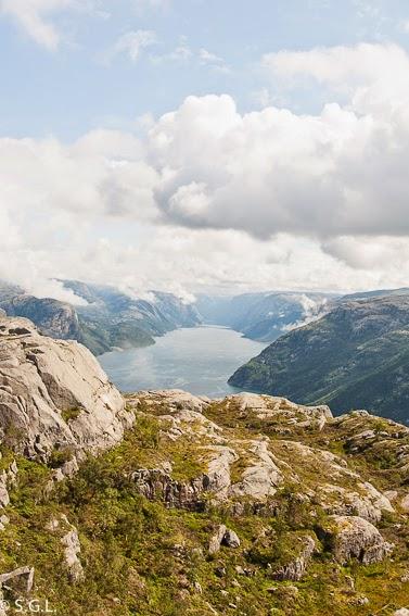 Panoramica del fiordo Lysefjord desde el Preikestolen