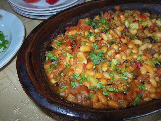Печен боб със зеленчуци