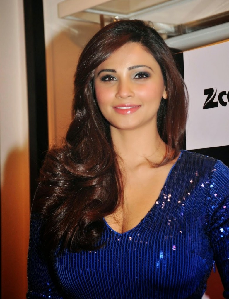 Actress DaisyShah Latest Images