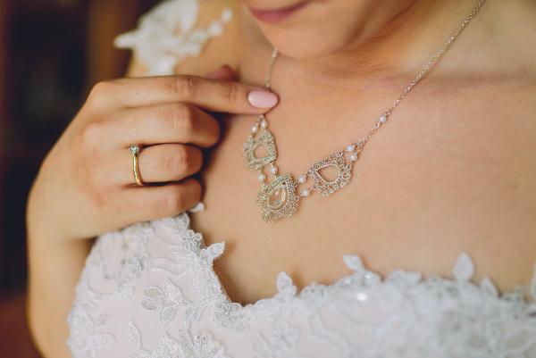 naszyjnik ślubny z perełkami