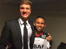 Aracatiense Iaslan Gomes realiza sonho e conhece árbitro Thiago Duarte Peixoto