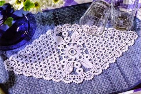 Camino de mesa de original diseño ganchillo crochet