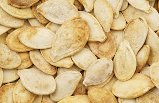 pumpkin seeds for skin glow,kaddu ke beej skin glow ke liye,remedies for glowing skin,face skin me glow kese lae