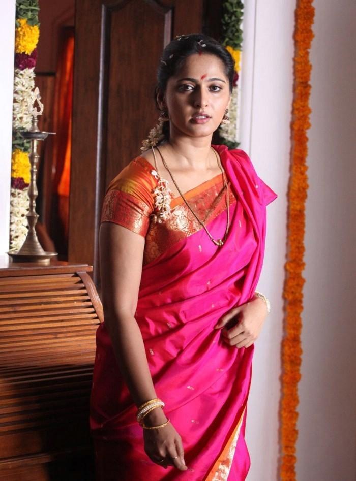 Student Loan Consolidation >> Anushka Shetty in Silk Saree Photo Gallerysaree pictures, kajal photos photos, pics of anushka ...