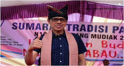 Gelartuan Gadang Pandeka Rajo Dianugerahkan Ke Gubernur