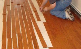 Memasang lantai kayu vinyl
