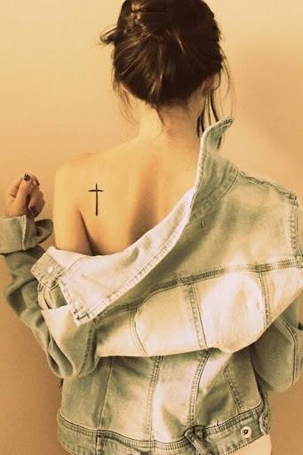 Melhores Cruz da Tatuagem para a Garota no Ombro
