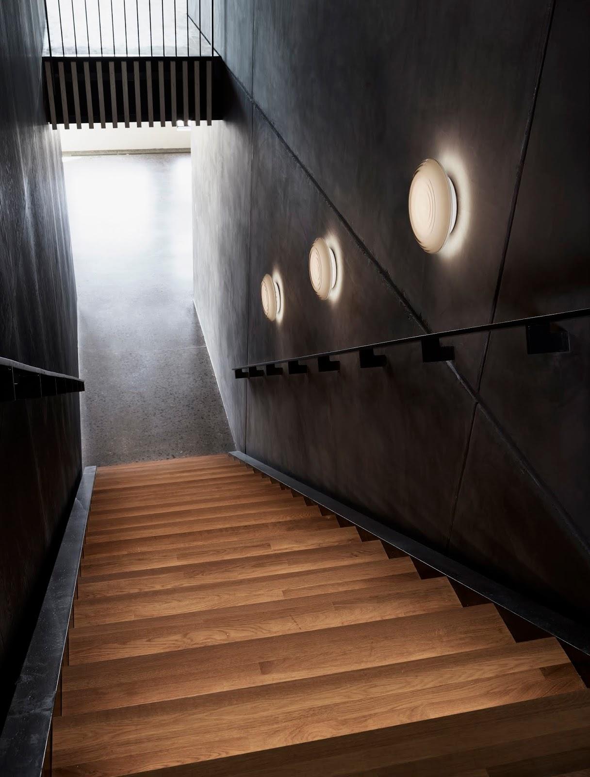 Jakie oświetlenie przy schodach kupić?