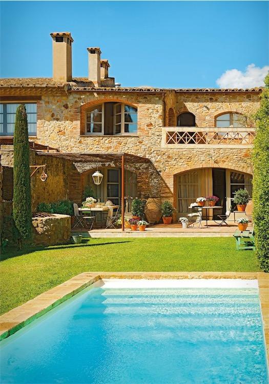 casa rustica en el ampurdan con fachada de piedra  y piscina chicanddeco
