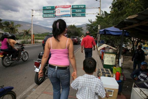 Interiorização de venezuelanos para São Paulo e Manaus começa em abril
