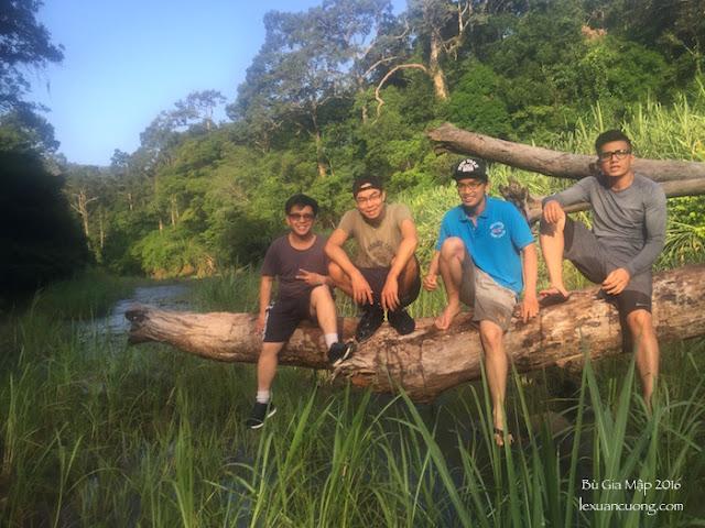 Suối Đắk Ca giữa rừng Bù Gia Mập