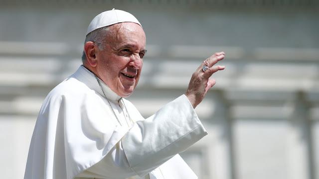 """El papa Francisco dona 500.000 dólares a los migrantes centroamericanos """"varados"""" en la frontera con EE.UU."""