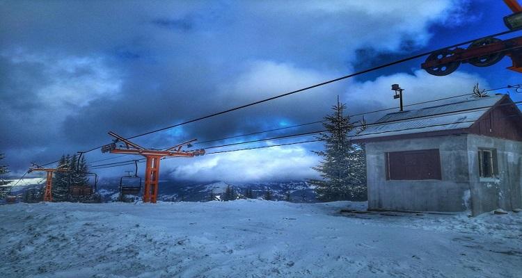 vatra Dornei pe timp de noapte, pârtia de schi.