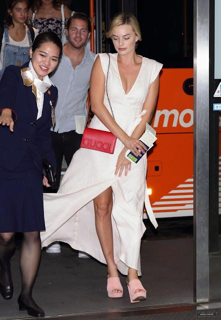 Margot Robbie – Arriving in Japan