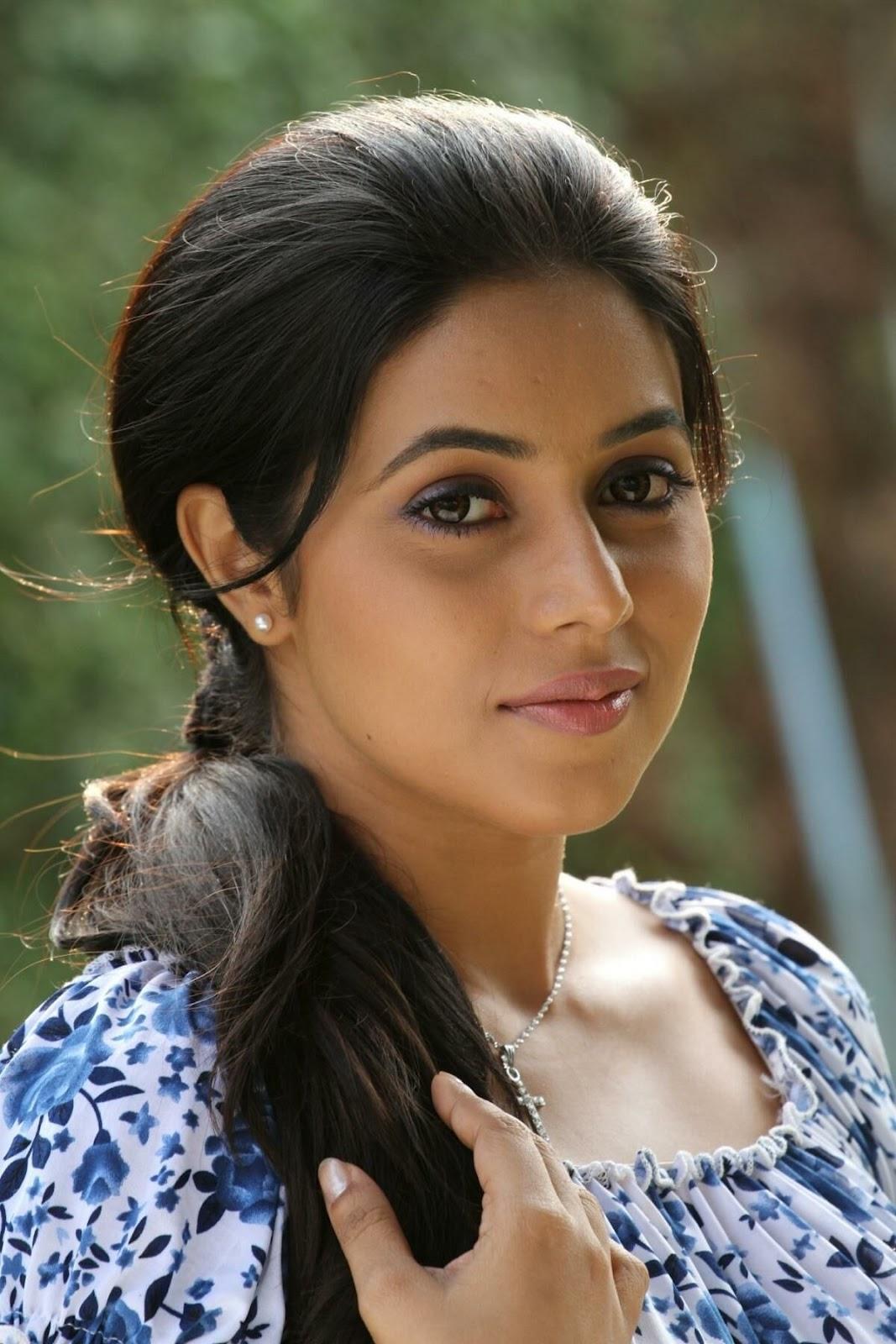 Cinegyan Shamna Kasim-Poorna Hot Pics-9119