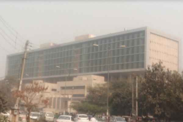 khattar-sarkar-could-not-shift-into-faridabd-esi-hospital-in-three-year