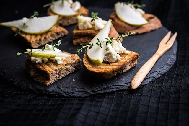 7 Blue cheese crostini